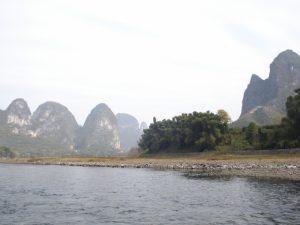 石灰岩質がむき出しになっている中国の桂林